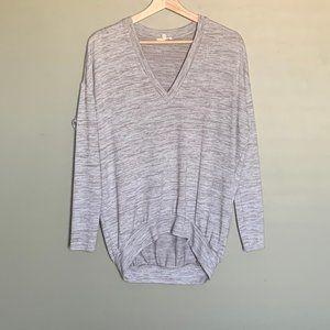 Aritzia Wilfred Free grey long sleeve v neck sz XS